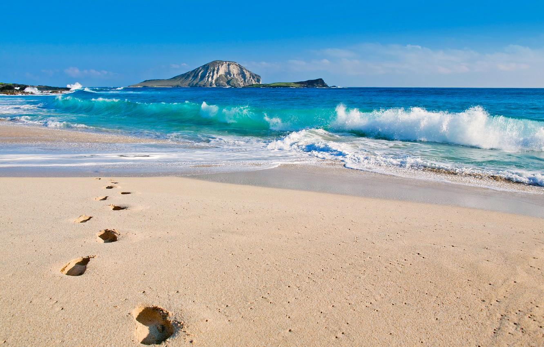 Фото обои зима, море, волны, пляж, небо, следы, скала, океан, гора, Гавайи, США, Тихий океан, Ade Hopkins …