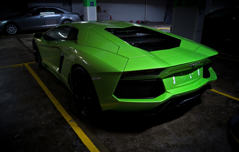 Фото обои зеленый, green, парковка, lamborghini, задок, aventador, lp700-4, ламборгини, авентадор