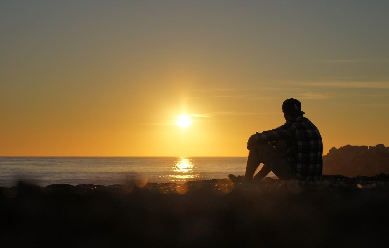 Фото обои море, закат, побережье, один, мужчина