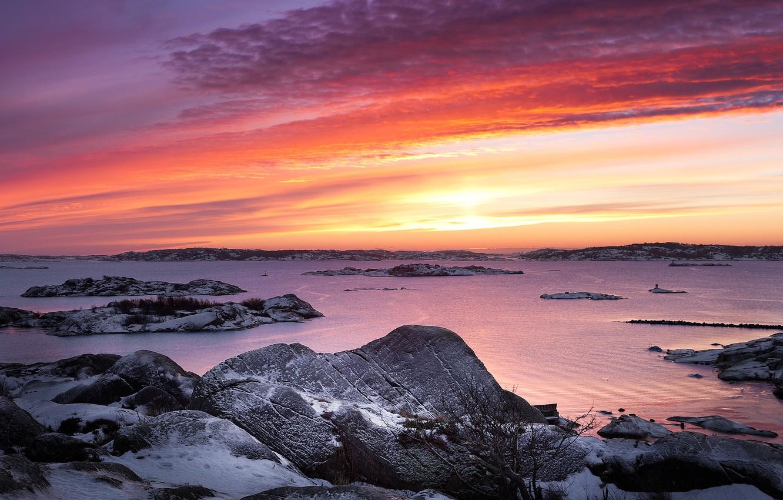 Фото обои море, небо, облака, снег, закат, камни, берег, вечер, Швеция
