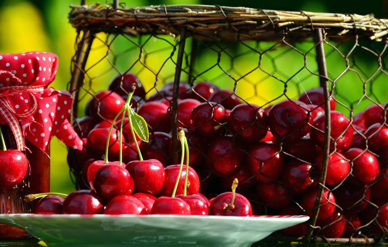 Фото обои вишня, ягоды, тарелка, банка, корзинка, варенье