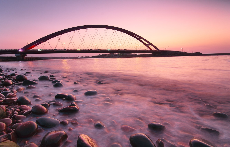 Фото обои море, закат, мост, камни, океан, розовый, берег, вечер, Германия, подсветка, фонари, штиль, Germany, Fehmarnsund Bridge