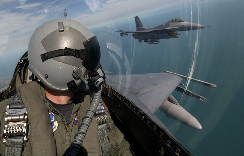 Обои истребитель, в небе, шлем. Авиация foto 8