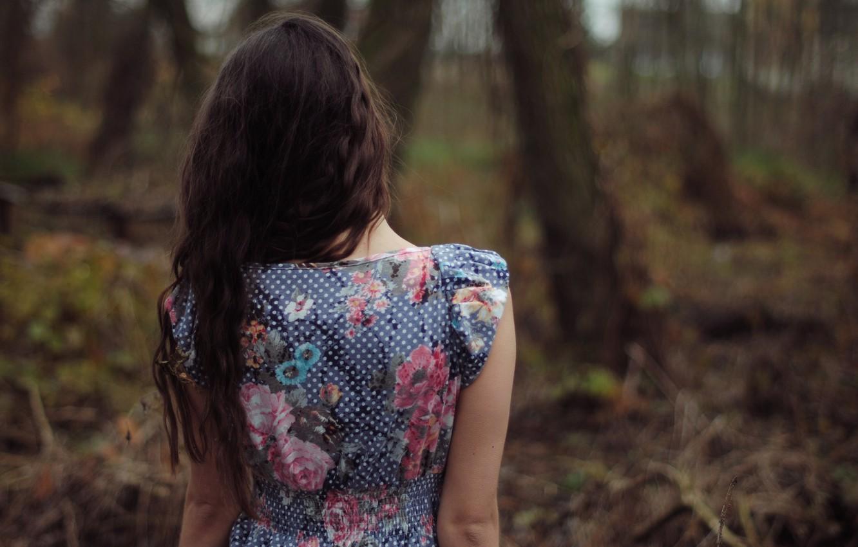 фото с картиной со спины менее