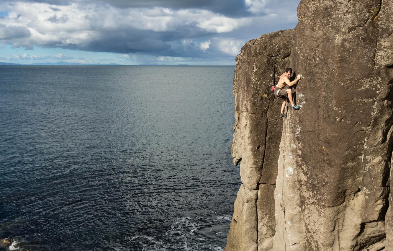 Фото обои море, скала, Новая Зеландия, экстрим, скалолаз, New Zealand, Северный остров, North Island, James Field-Mitchell