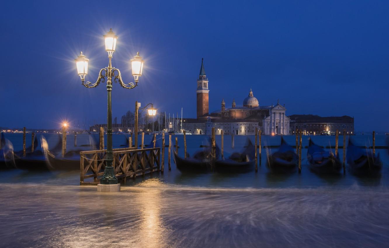 Фото обои ночь, город, лодки, освещение, фонари, Италия, Венеция, канал, Italy, гондолы, Venice, Piazza San Marco, Площадь …