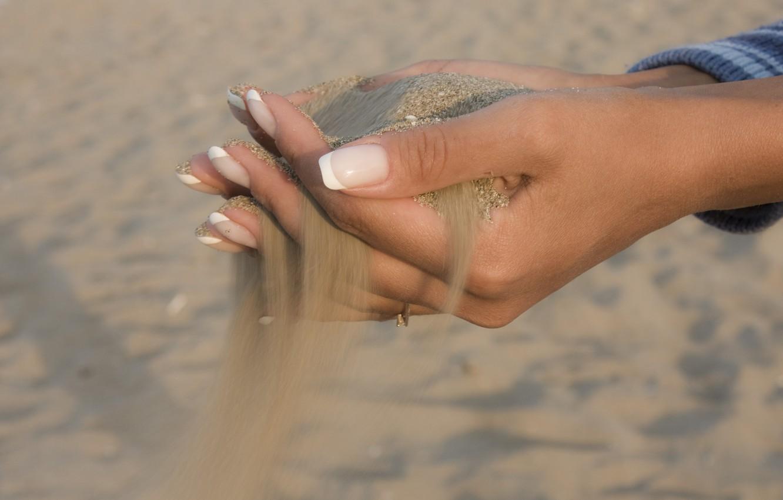 Фото обои песок, руки, пальцы