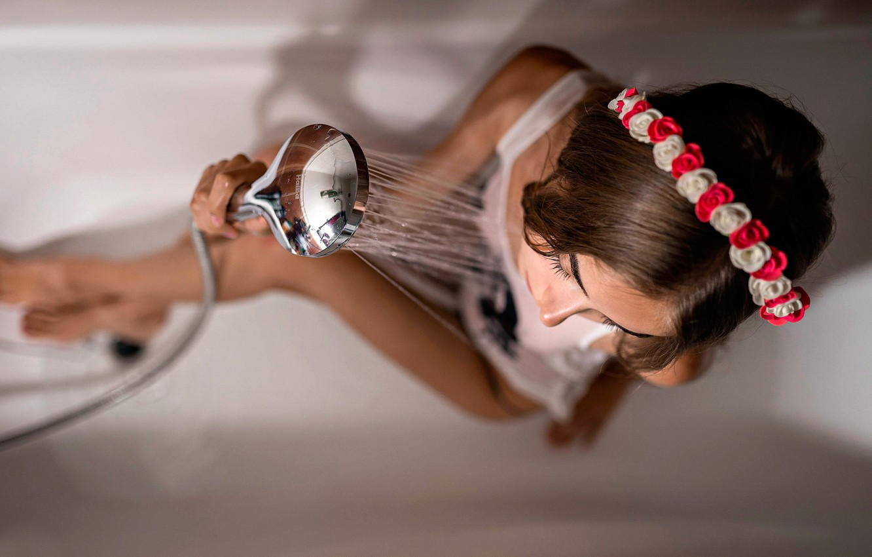 Фото обои девушка, душ, венок, Алина Мациборко, Дмитрий Перерва