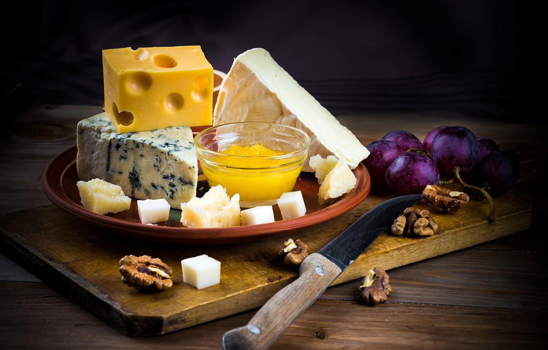Фото обои ягоды, сыр, мед, виноград, нож, доска, орехи, мёд