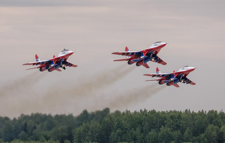 Фото обои истребители, взлет, MiG-29, МиГ-29, стрижи