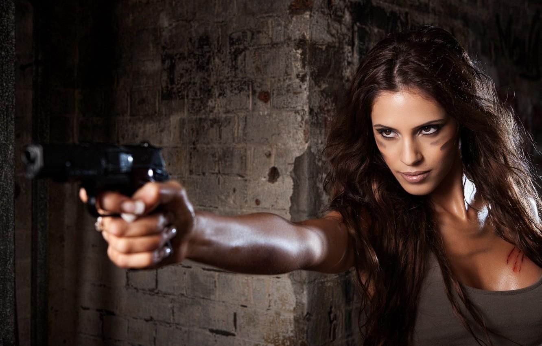 Фото обои девушка, пистолет, ситуация