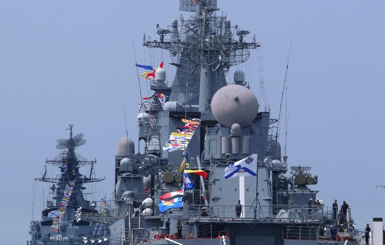 """Фото обои корабль, День, ВМФ, крейсер, Флот, ракетный, Флота, Черноморский, """"Москва"""", сторожевой, """"Сметливый"""""""