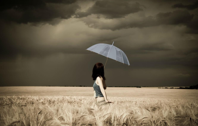 Фото обои гроза, поле, Девушка, зонт