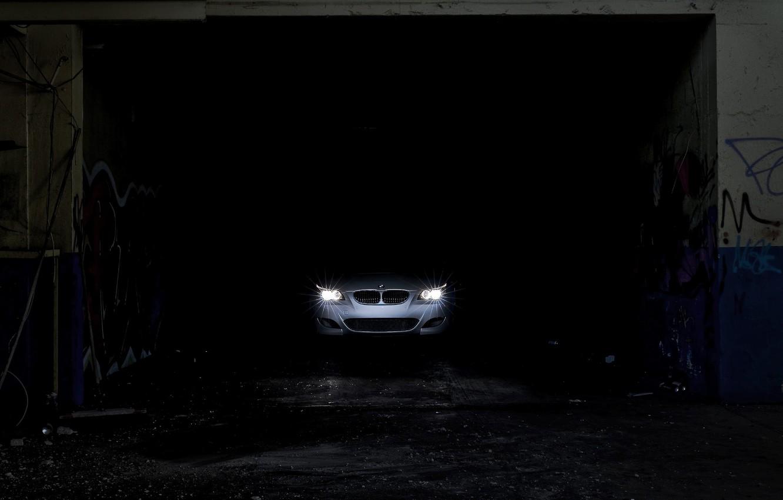 Фото обои темнота, фары, bmw