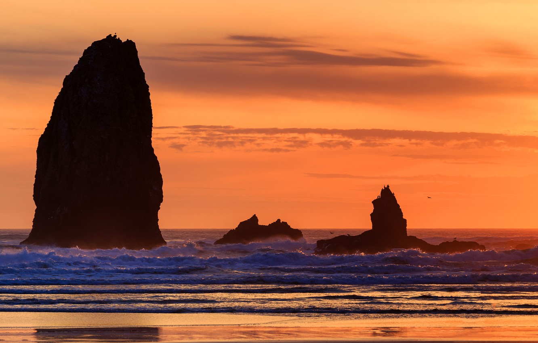 Фото обои море, волны, небо, закат, скалы