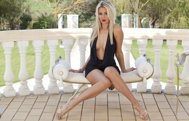 Фото обои girl, black, breast, beautiful, women, lips, hair, blonde, nails, sit, Dress, Anna Victoria