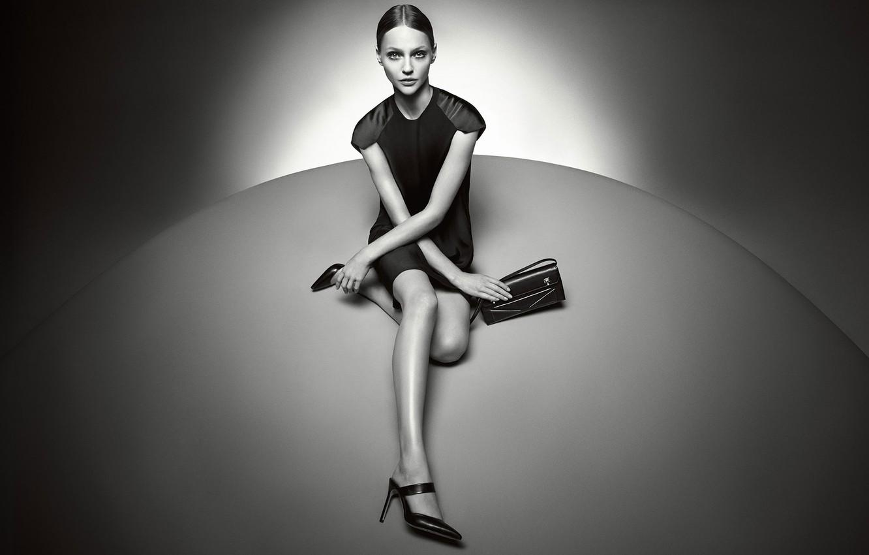 Фото обои свет, шар, туфли, сумка, Саша Пивоварова, Pivovarova, оттенок серого, Русская модель