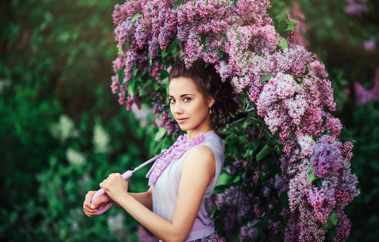 Фото обои цветы, зонт, сирень, кареглазая девушка
