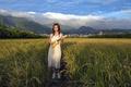 Картинка поле, девушка, гитара