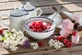 Картинка Yogurt and raspberries, Breakfast, lilac Flowers, Завтрак, Йогурт и малины, Цветы сирени