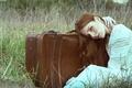 Картинка трава, девушка, чемодан