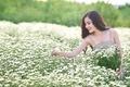 Картинка поле, девушка, улыбка, цветы