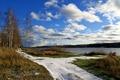 Картинка небо, трава, облака, снег, река, весна, березы, Волга