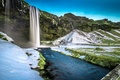 Картинка Seljalandsfoss Waterfall, мост, снег, Исландия, водопад, трава, скалы