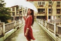Картинка взгляд, зонтик, мост, лицо, дождь, девушка, погода, платье, азиатка