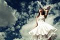 Картинка Невеста, перья, облака