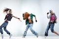 Картинка одежда.стиль, танцы, танцоры, куртка, позы, движение, hip-hop, кроссовки, rnb, джинсы, girls, dance, dancer, девушки, dancing