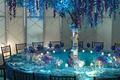 Картинка цветы, бокалы, посуда, ресторан, столик, сирень, столовые приборы, голубой цвет