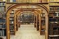 Картинка книги, арка, полки, библиотека