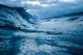 Картинка волна, синий фон, берег, вода, красиво