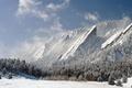 Картинка зима, лес, снег, горы, скалы
