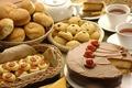 Картинка торт, кружка, кусочек торта, печенье, сладкое, сладкий стол, булочки, корзинки, изюм, вишня, клубника, салфетка, чай, ...