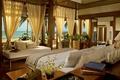 Картинка море, книги, окна, кровать, свечи, шахматы, домик, шторы, спальня, пляж.