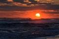 Картинка оранжевое небо, волны, закат, пляж, облака, море взволнованное