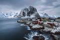 Картинка поселение, Лофотенские острова, снег, горы, зима, Февраль, фюльке Нурланн, городок, коммуна Москенес, Норвежске море, Норвегия, ...