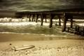 Картинка тучи, шторм, мост, сломан, пустота, пляж, песок, море, гроза, волны