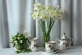 Картинка цветы, фон, ткань, чайный сервиз, белые, нарциссы