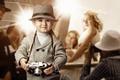 Картинка шляпа, взгляд, ребёнок, мальчик, фотоаппарат, блондинка, улыбка, вспышки, девушка, репортёры
