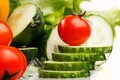 Картинка огурцы, помидоры, ломтики, овощи