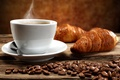 Картинка cup, чашка, кофе, горячий, beans, coffee, круассаны, завтрак, croissant, breakfast