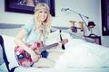 Картинка hippie blonde, actress, Jessy Schram, cleavage