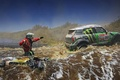 Картинка Мотоцикл, зеленый, Mini Cooper, X-raid, Гонщик, Река, Вода, Течение, Rally, MINI, Dakar, Мини Купер