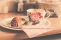Картинка чашка, блюдце, круассан