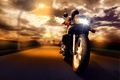 Картинка закат, скорость, мужчина, дорога, мотоцикл