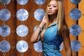 Картинка взгляд, голубое, фон, диски, певица, волосы, макияж, Beyonce Knowles, браслет, платье