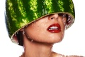 Картинка голова, арбуз, шлем, макияж, белый фон, вода, девушка, губы, капли